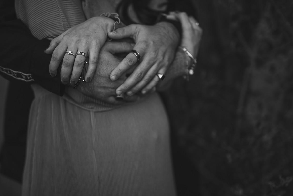 quattro mani che si uniscono