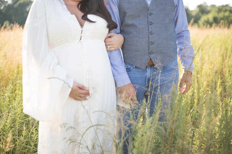 maternity couple in williamsburg
