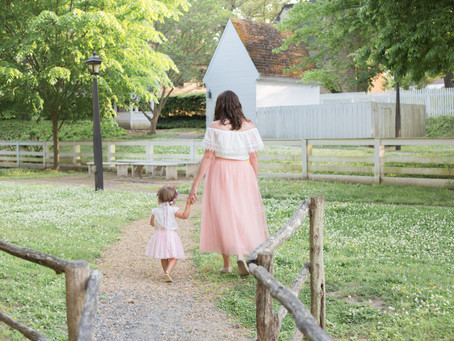Colonial Williamsburg Mommy & Me Portraits || Elizabeth Collado Photography