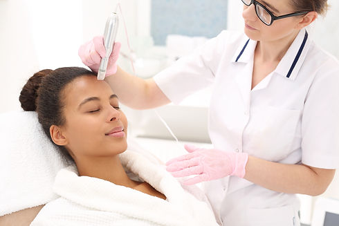 Microneedle mesotherapy.Beautician perfo