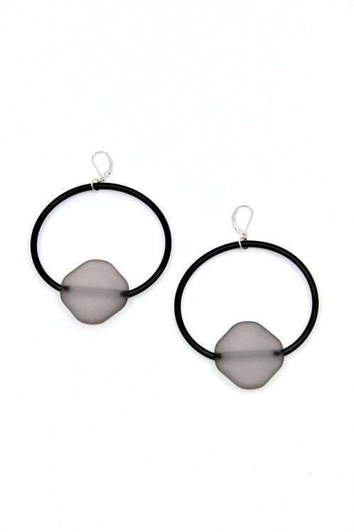 Large rubber loop earring w/gray rubber bead