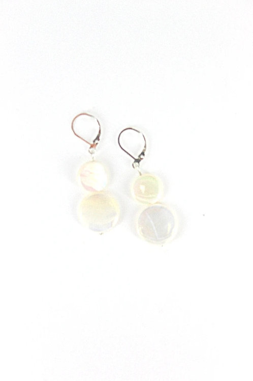 mother of pearl earring-white