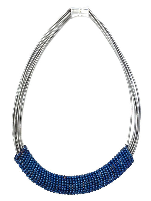 short wire necklace with blue bead rings