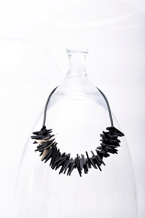 Helix Short Necklace Black Gold