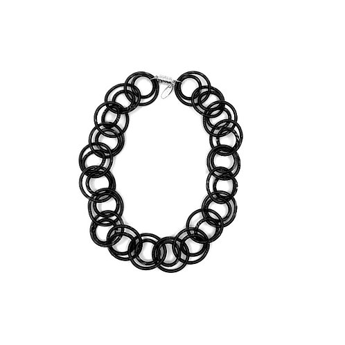 black short loop necklace with magnetic closure