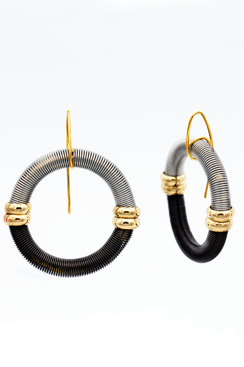 black-silver circle wire earring