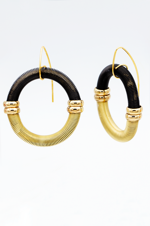 black-gold circle wire earring