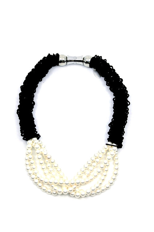 Black spring ring necklace with 5 strand pearl