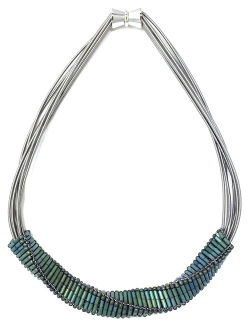 short wire with twisted green hematite necklace