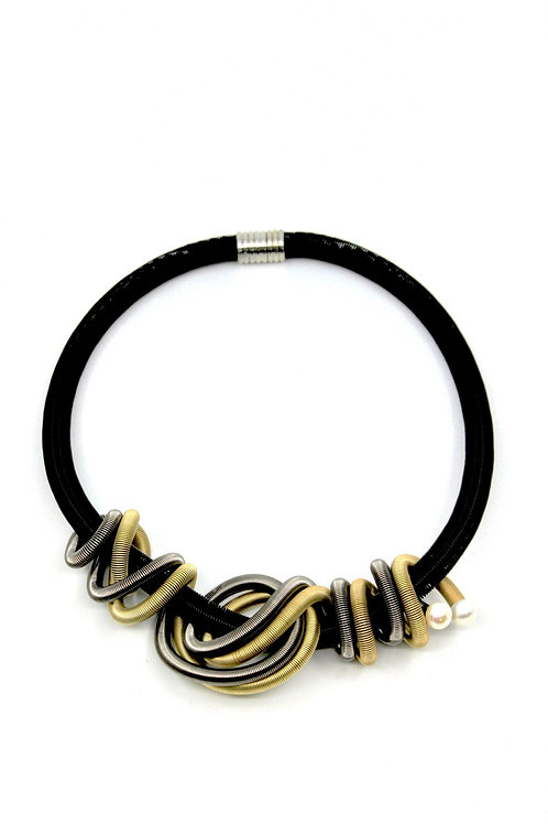 Black wire necklace with chunky twist & pearls