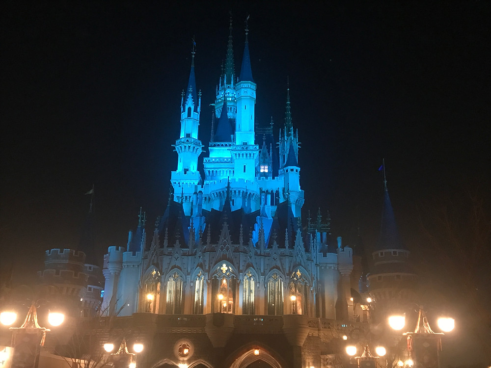 The Castle at Tokyo Disneyland is absolutely gorgeous!! <3 <3