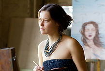 женщина-художник в мастерской