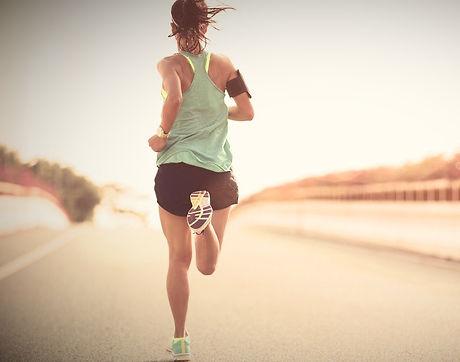 laufen_sport_Vitamine_Fitness_Joggen_Frau_praxis_richter_münster.jpg