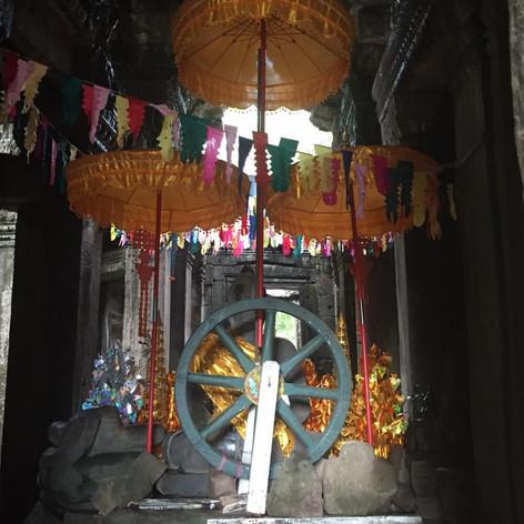 Therīgāthā Inside Aura (supported by an NEA ArtWorks grant)