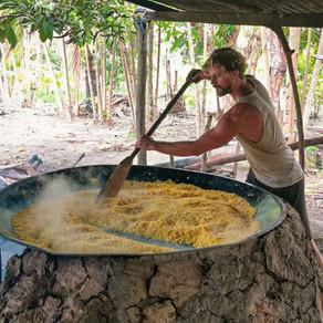 Produção de farinha artesanal: experiência autêntica na Amazônia