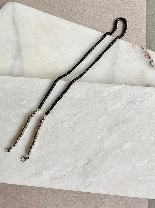 Sujeta barbijo cadena negra y metal