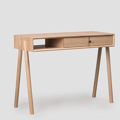 Tamo, Amelia Schreibtisch