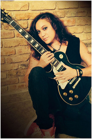 Vanessa and her Les Paul