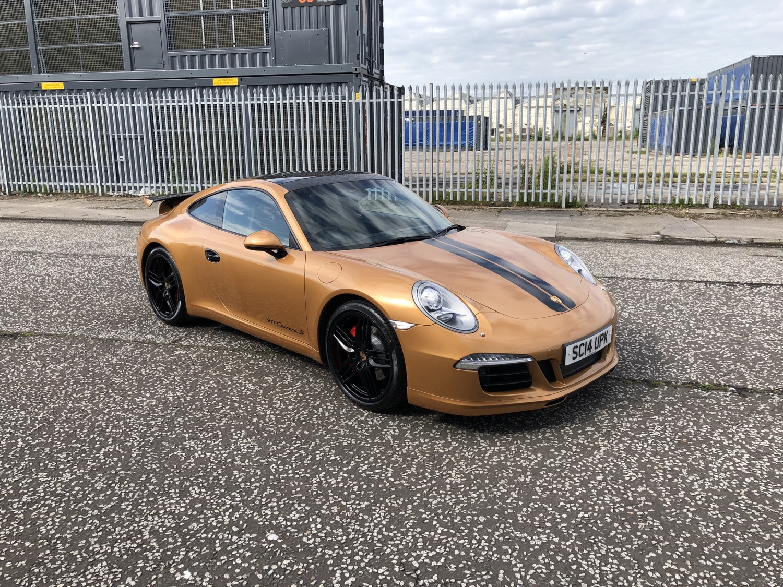 Porsche 911 wrap gold