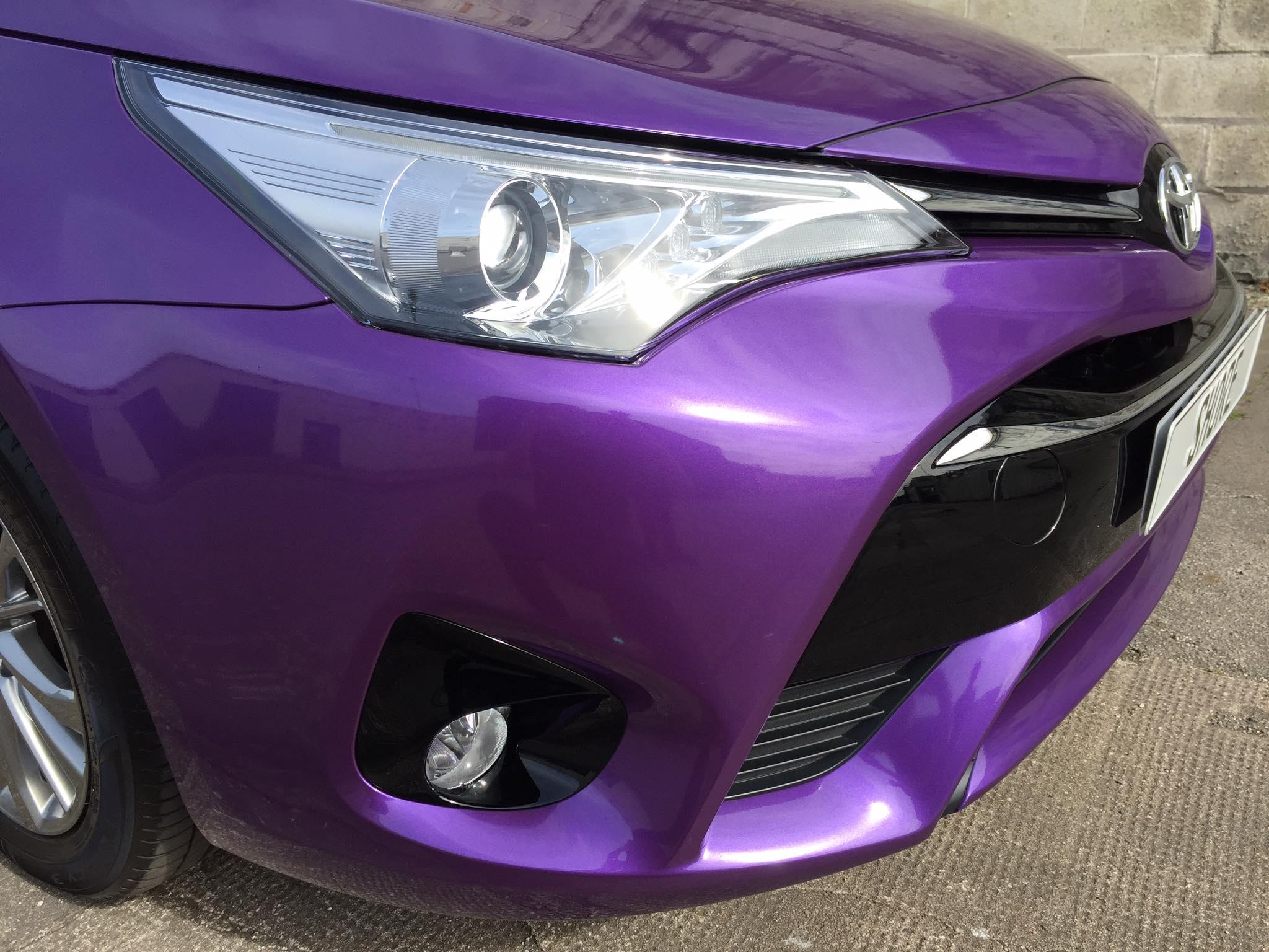Toyota Avensis Purple wrap corner