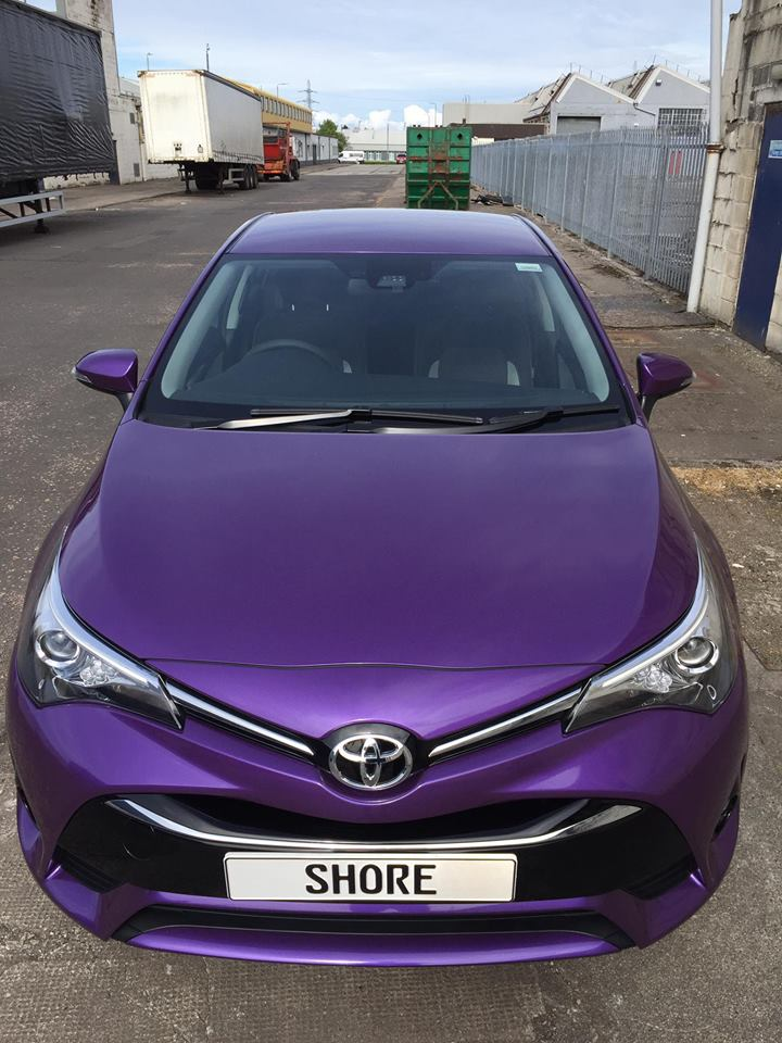 Toyota Avensis Purple wrap front