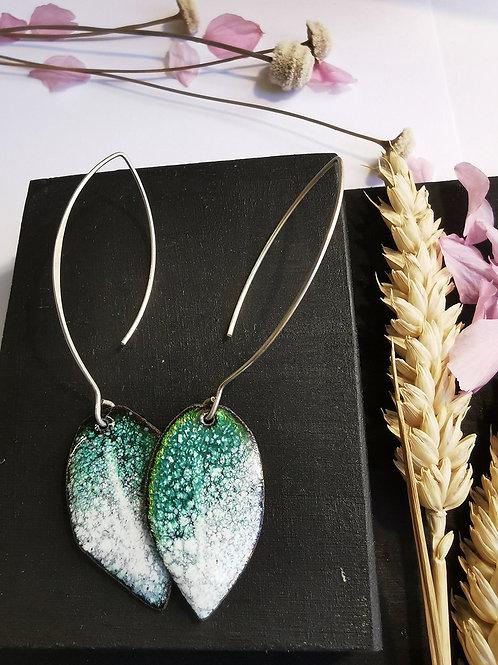 Boucles d'oreilles feuilles longues vert turquoise / blanc
