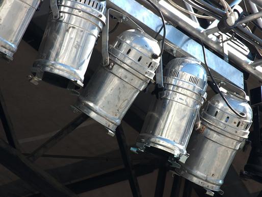 Kiến thức cơ bản về ánh sáng sân khấu: 5 mẹo hữu ích để bắt đầu