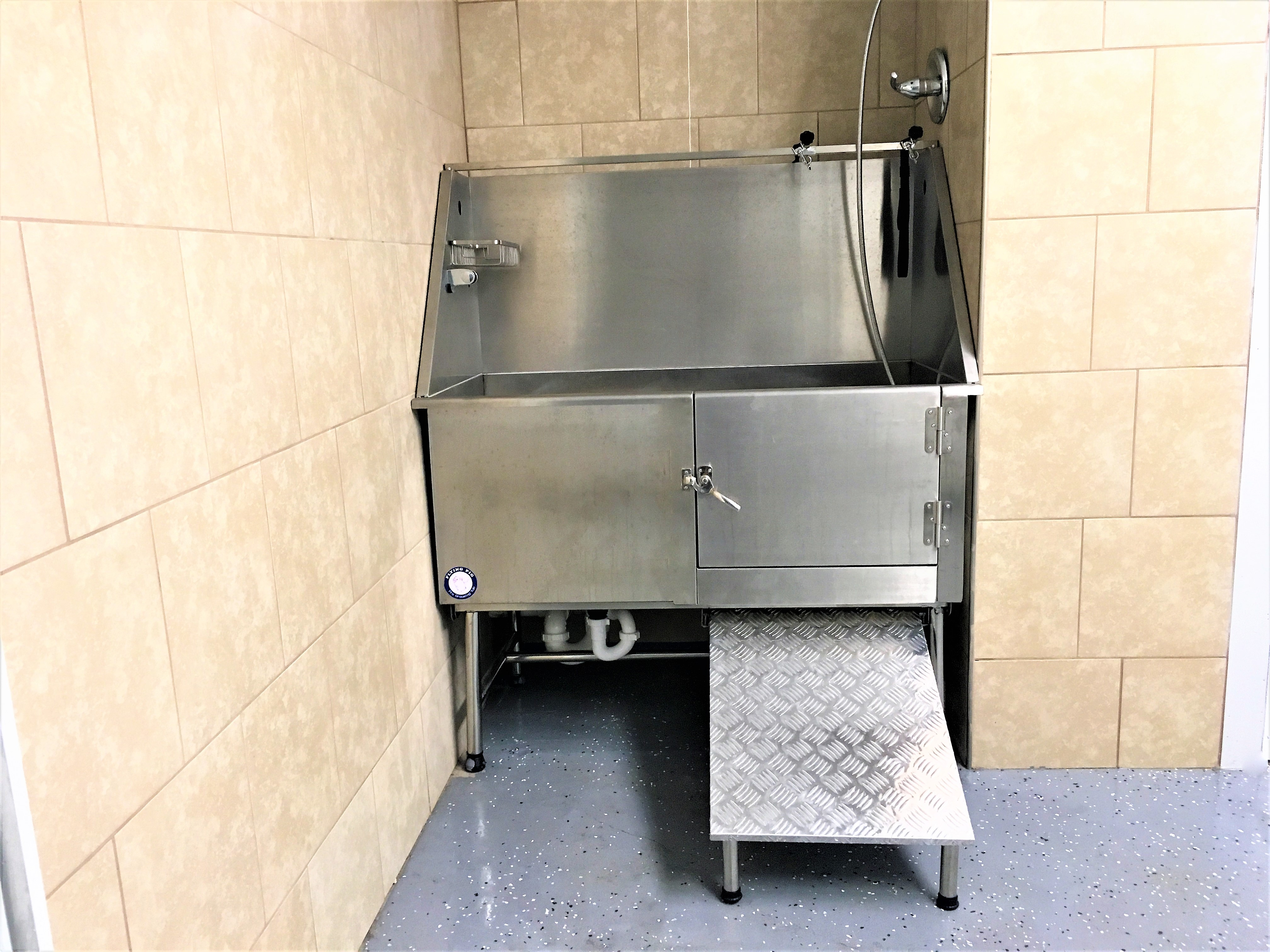 grooming tub in Veterinary clinic in Southern Pines