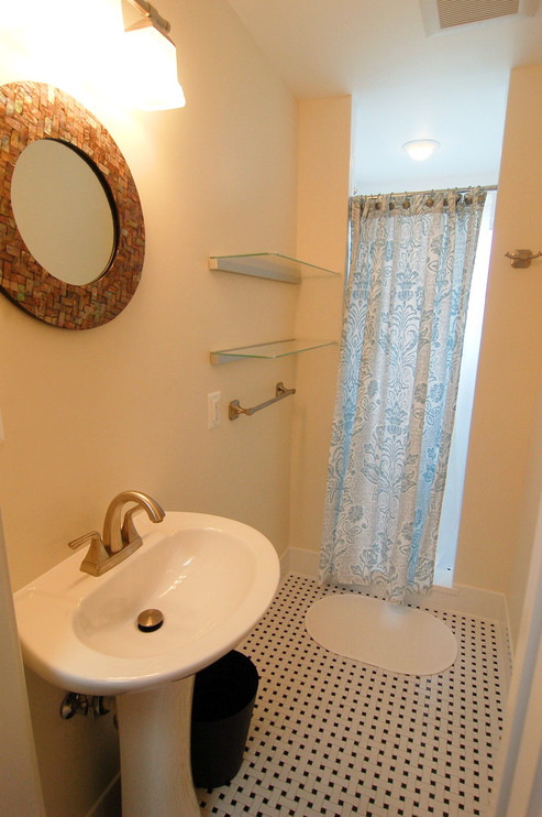 Apartment #2 Bath