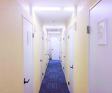 おしゃれなチャットルームの廊下