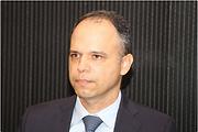 Pedro-Castro-e-Silva-Menos-Fios.png