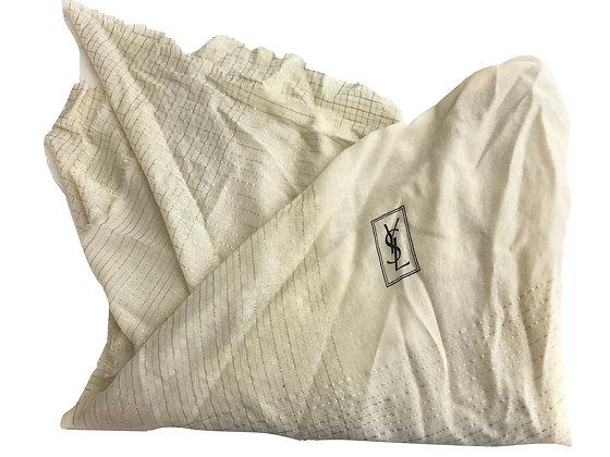 Pañuelo YSL Medidas: 135 x 135 cm