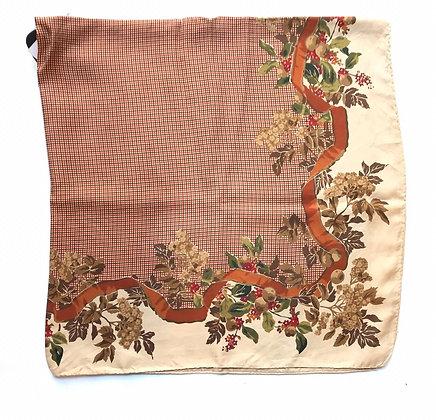 Pañuelo estampado Medida: 90 x 86 cm