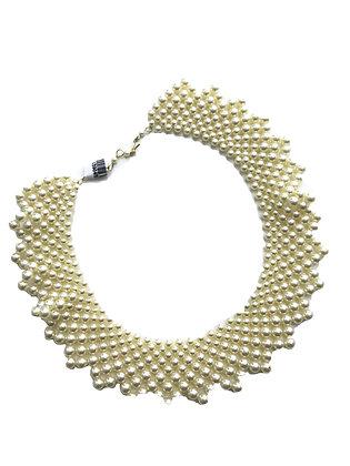 Cuello de perlas plasticas