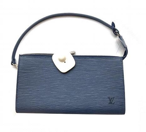 Cartera Louis Vuitton Medidas: 24 x 14 cm, asa corta Herrajes plateados