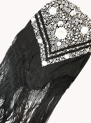 Manton Bordado Medida: 140 x 122 cm