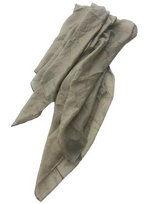 Pañuelo de seda Medidas: 180 x 88 cm