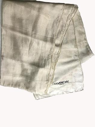 Pañuelo Givenchy Medida: 43 x 146 cm