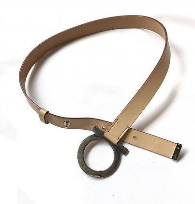 Cinturón Ferragamo de hebilla dorada Medidas: M