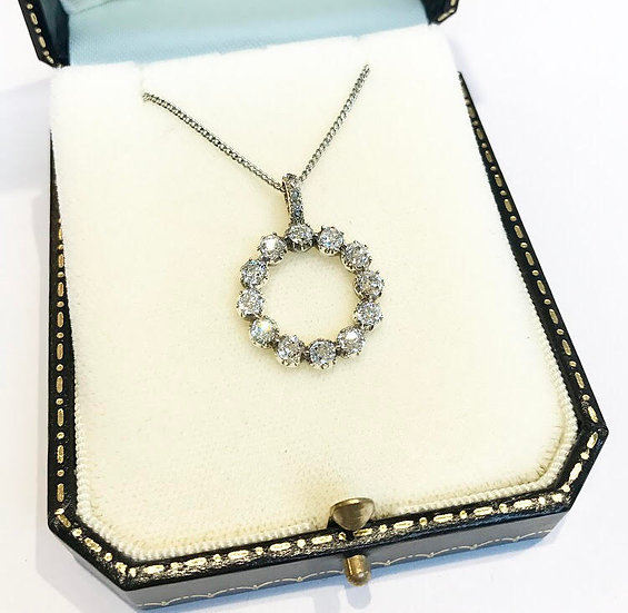18ct Circular Diamond Pendant