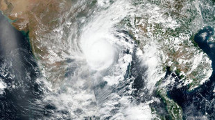 Cyclone Amphan has Arrived, 185 Kmph Wind Speed, Lakhs of People in Danger