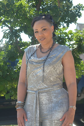 Yolanda in front of tree.JPG