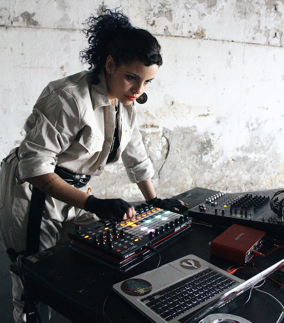 Electronic, World, Latin, Baile Funk and Bass music from São Paulo, Brazil. Exclusive Interview and Mix with Cigarra. Brought to you by Smelly Feet Records.