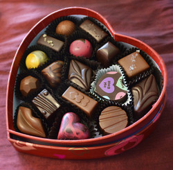 17-pc heart box red