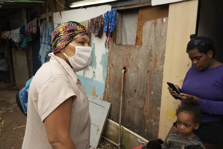 Doações de cestas básicas favela do Caju
