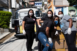 Doação de cestas básicas favela da Pontinha