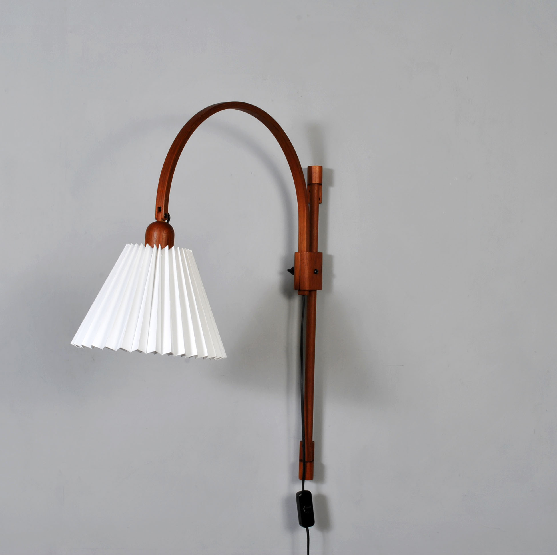 Midcentury Adjustable teak wall lamp by