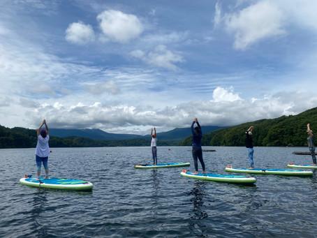 「リラックス&リフレッシュ」野尻湖でSUPヨガ体験