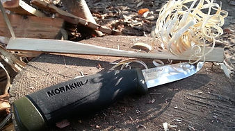 knife-mora-companion-hd-feather-sticks-7