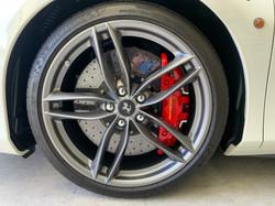 フェラーリ 488 鍛造20インチマットグリジオコルサ、レーシングハブキャップ